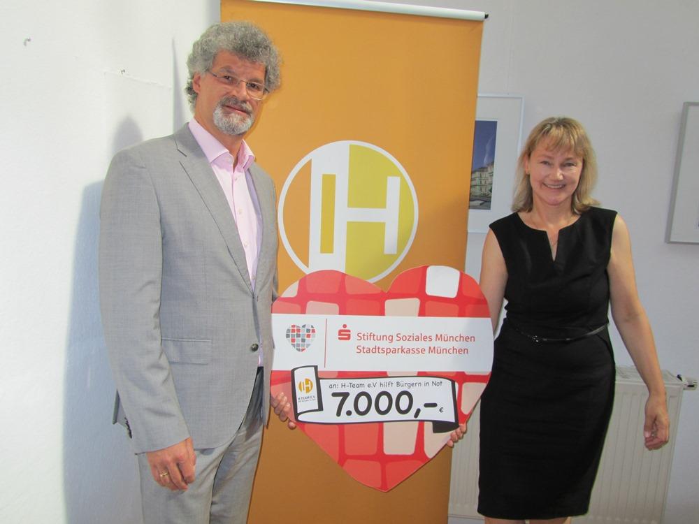 Scheckübergabe der Stiftung Soziales München